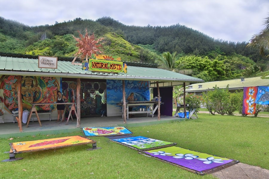 Shopping in Moorea at Natural Mystic
